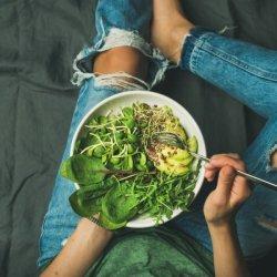Να πώς είναι ένα πλάνο διατροφής 1.200 θερμίδων για απώλεια βάρους υγιεινά / ώστε να μάθεις να τρως σωστά και αφού χάσεις κιλά