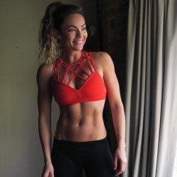 Λίπος στην κοιλιά: H ημερήσια διατροφή της Emily Skye! Το fitness μοντέλο δείχνει πώς κάνεις σέξι γράμμωση